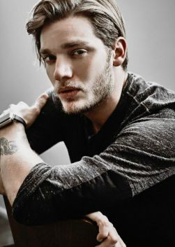 Доминик Шервуд (Dominic Sherwood)